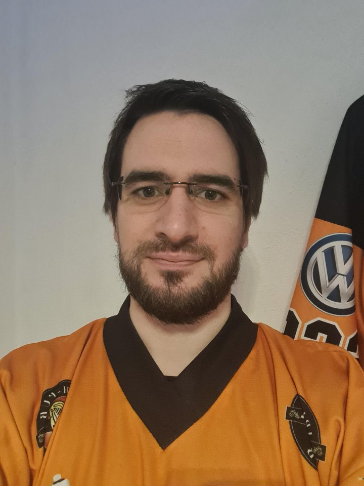 Stephan Schmidt (32) ist 1. Vorsitzender des Fanklubs Grizzly Adams.