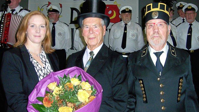 """""""Senioren-Willi"""" gibt Stab an die Gemeinde Lengede ab - Peiner Nachrichten"""