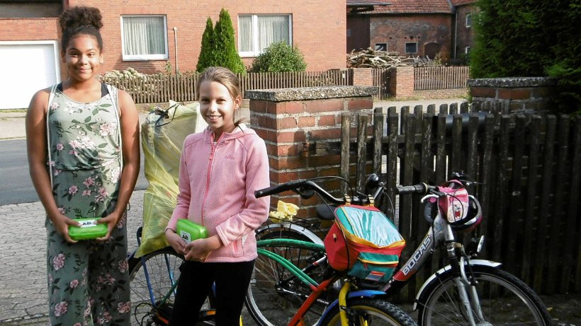 Kinder bringen Klein Lafferdes Bürgermeisterin Müll - Lengede - Peiner Nachrichten