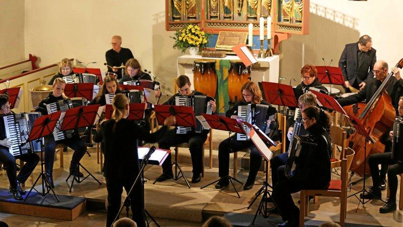 AcconBrio spielt in Vöhrum mit sattem Klang und Virtuosität. - Peiner Nachrichten